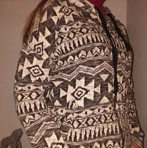 *SALE A&E white& black Aztec pattern sweater